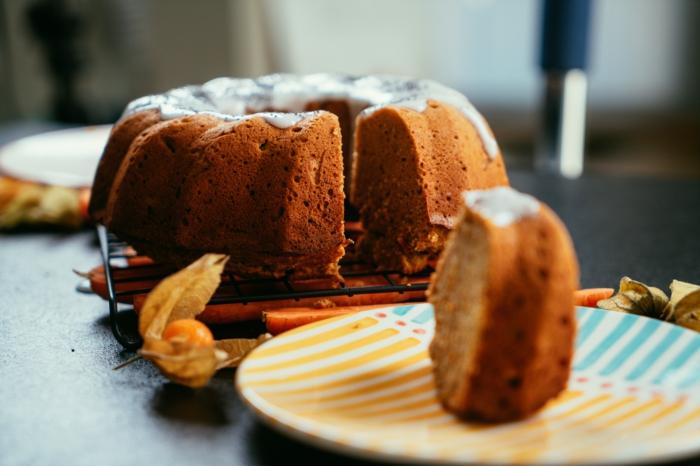 tarta de zanahorias con puré de manzanas, bizcocho con harina de quinoa, ideas de postres y dulces saludables para preparar en casa