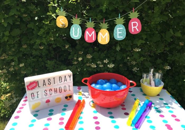 ideas de manualidades sencillas para adornar el jardín en una fiesta, guirnalda decorativa DIY