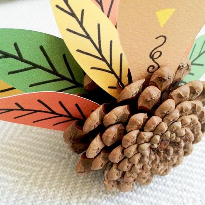 ideas de manualidades infantiles fáciles de hacer para decorar la casa en otoño, pequeñas figuras en forma de pavos