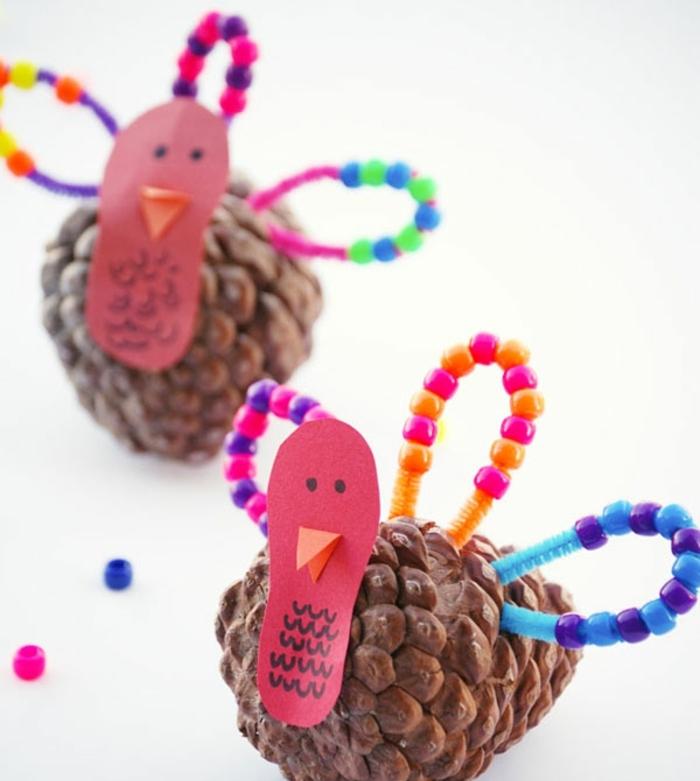 piñas decoradas con papel y cuentas coloridas, ideas de manualidades infantiles, adornos para decorar la casa en otoño