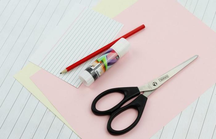 materiales necesarios para hacer marcarpaginas de papel, manualidades para regalar