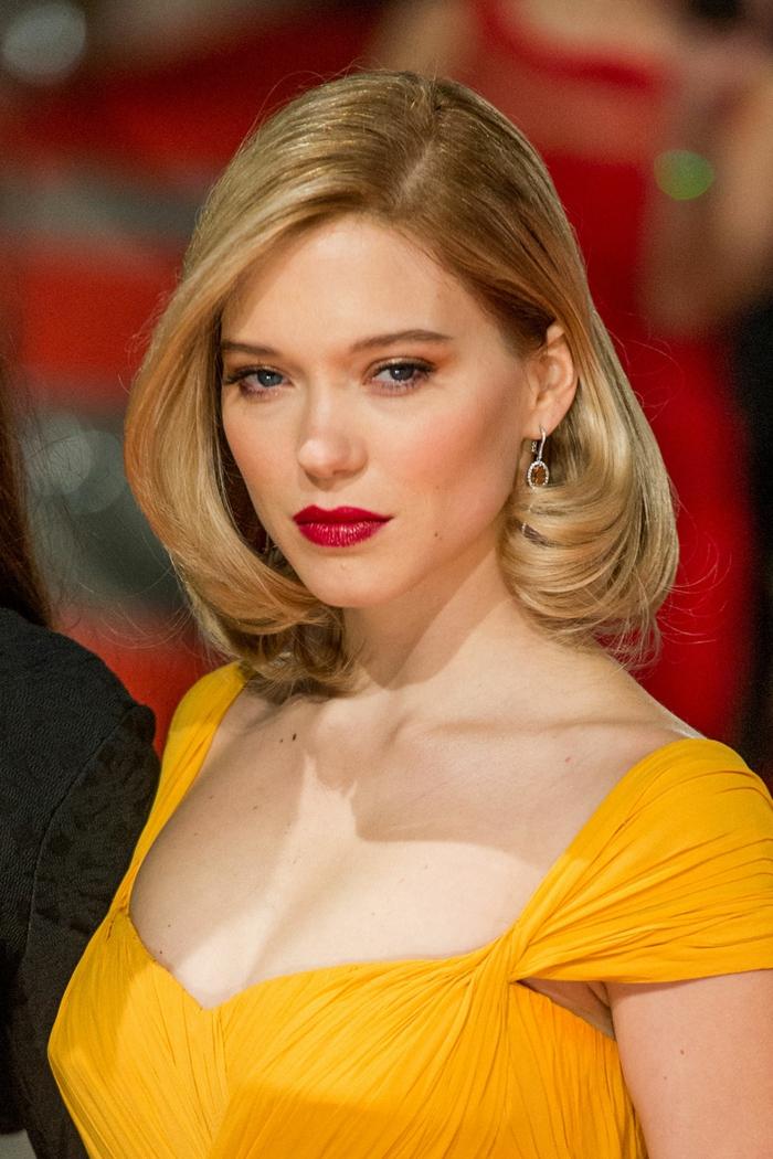 peinados con ondas pelo corto, melena media de color rubio, vestido amarillo de gala