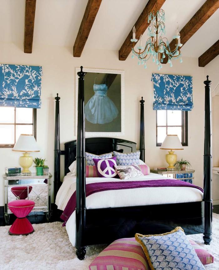 pintar habitacion juvenil, cuadroen la pared con vestido en azul con fondo negro, cama negra con cojines