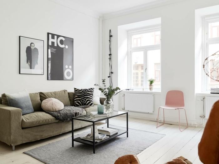 pisos decorados, alfombra gris rectangular, sofa de triple asiento, cuadros en blanco y negro