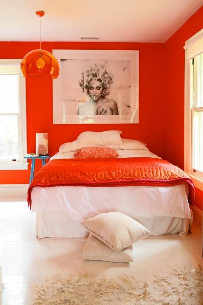 pisos decorados, cama con sábanas blancas y manta en naranja, paredes en naranja con cuadro de mujer