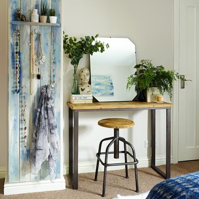 pisos modernos, espejo rectangular en el escritorio de madera con patas metálicas y silla redonda