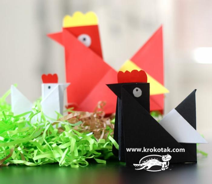 gallinas hechas de papel coloridas, ideas de manualidades con origami, actividades creativas para niños