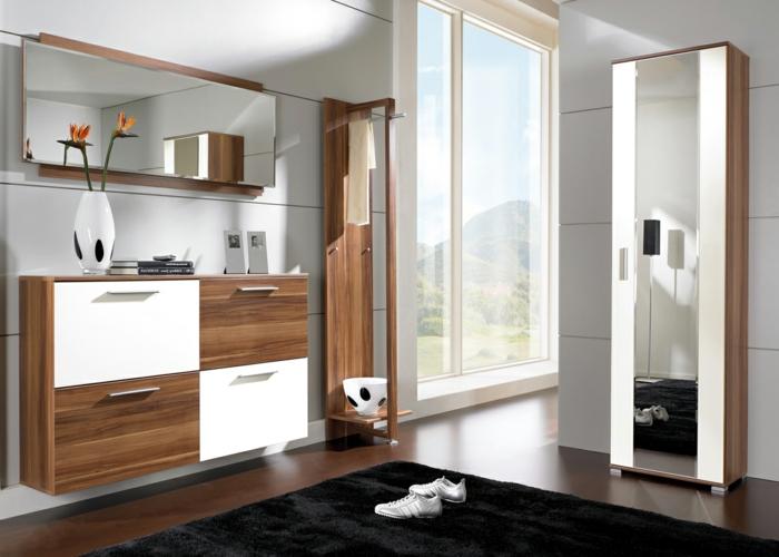 recibidor moderno decorado con muebles de madera, suelo de baldosas y alfombra en negro