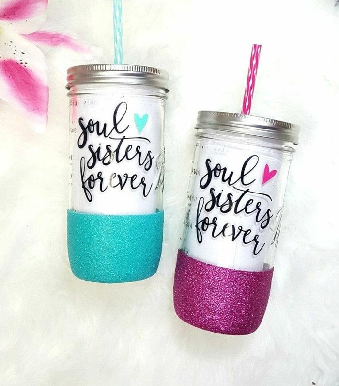regalos originales para tu mejor amiga, vasos con pajita con inscripción soul sisters forever, decorado con purpurina