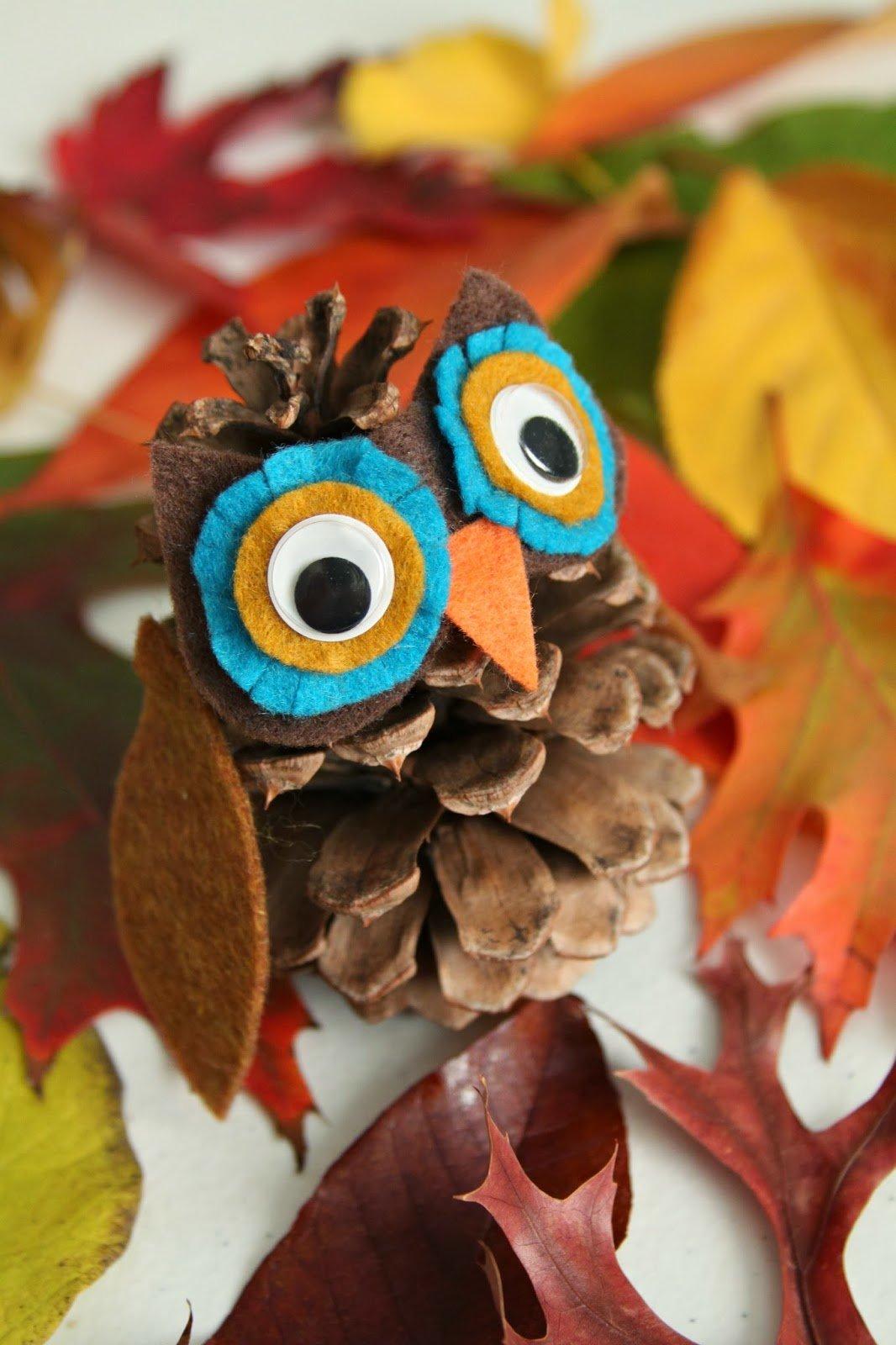 bonitas ideas DIY para pequeños y adultos, pasos para hacer un pequeño buho decorado con fieltro