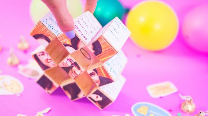 qué regalar a una amiga por su cumpleaños, cubo con fotos e inscripciones de poemas, regalo especial para amiga o novio