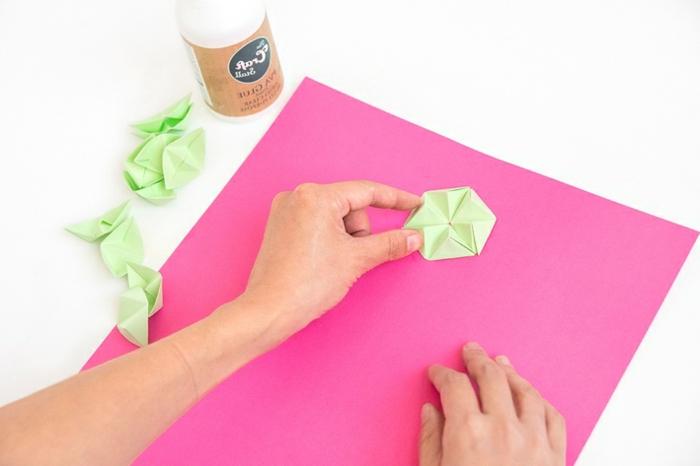 sorpresas de cumpleaños para amigas, hoja fucsia, pasos para ordenar las hojas de origami hechas