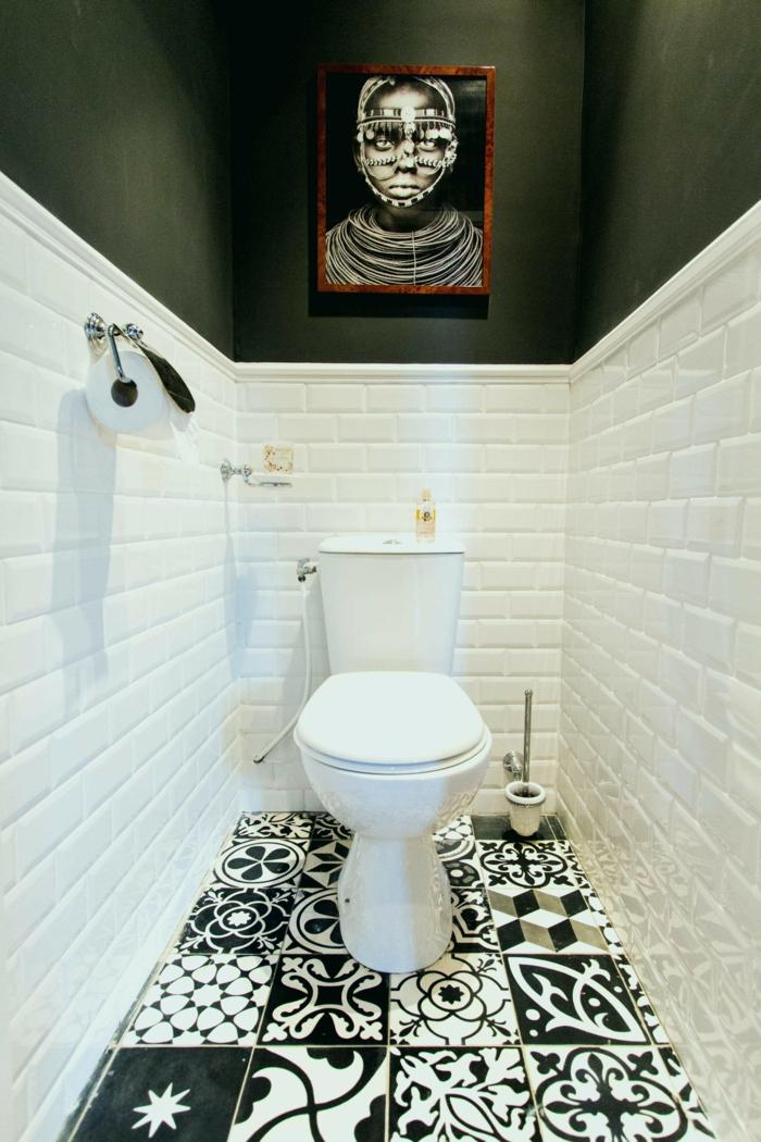 suelo hidraulico imitacion, baldosas de motivos étnicos en color blanco y negro, cuadro de mujer africana