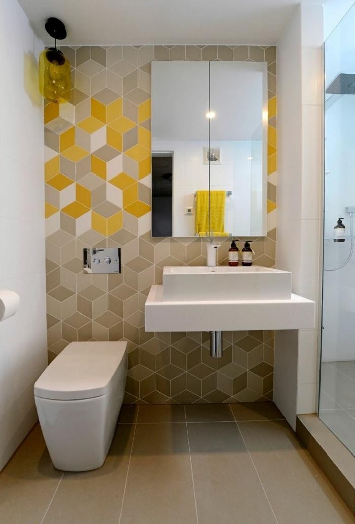 suelos ceramicos azulejos de color marrón claro con armario de baño con espejos, baldosas amarillas