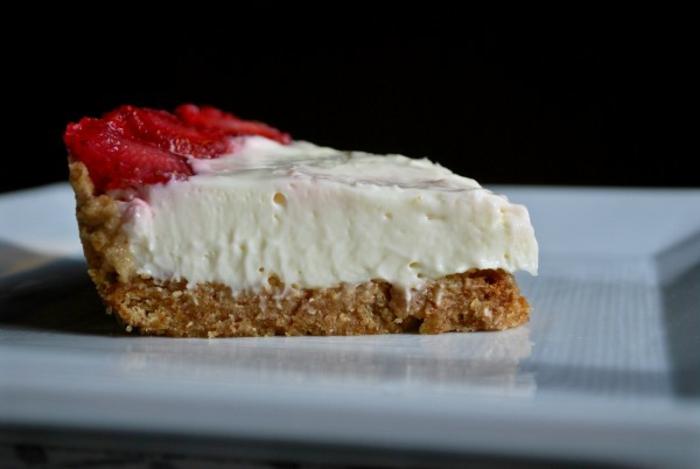 cómo hacer una tarta de queso mascarpone con fresas congeladas paso a paso, ideas de tartas en imágines