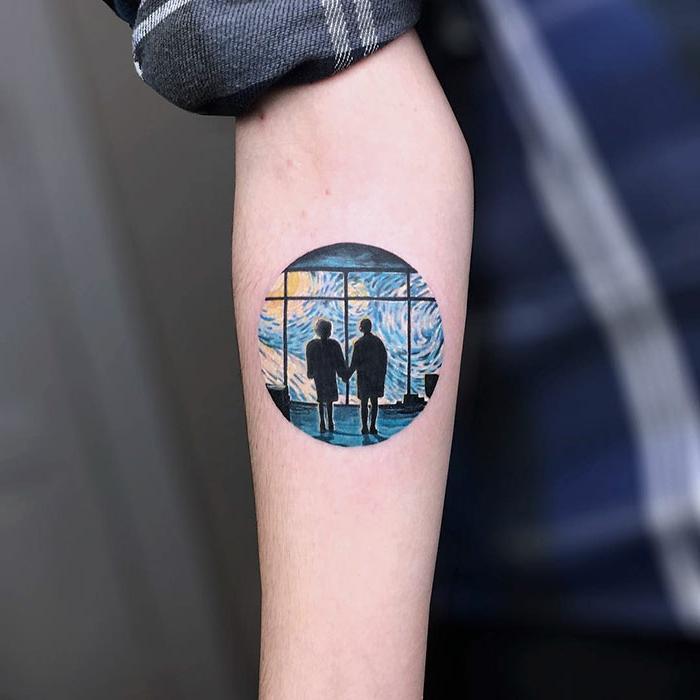 precioso tatuaje en el antebrazo inspirado en las obras de Van Gogh, tatuajes en el antebrazo hombre