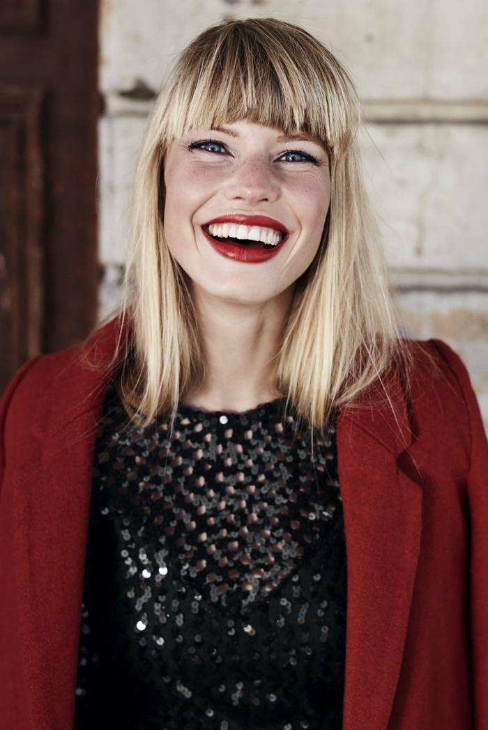 ejemplos de cortes de pelo para mujer según el rostro, melena rubia larga con flequillo largo recto y túpido