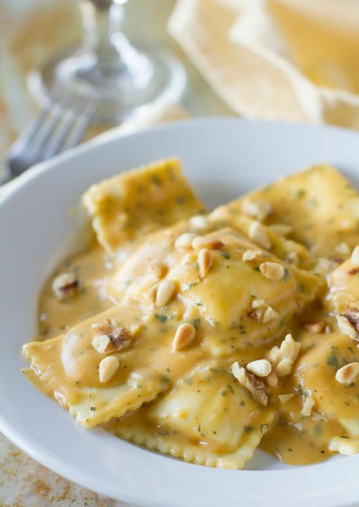 como conseguir una dieta saludable y rica, ravioli con salsa de calabaza, receta crema de calabaza super fácil