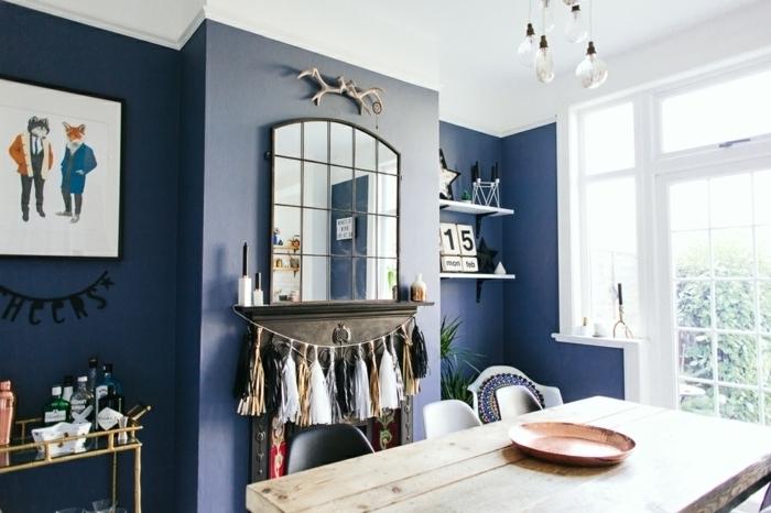 como decorar una chimenea de manera original, salón en estilo rústico moderno, paredes en azul con decoración original