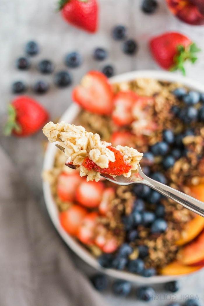 desayunos con avena para empezar el día con energía, como hacer porrigde con frutas paso a paso
