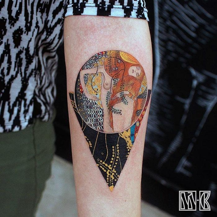 los mejores tatuajes inspirados en obras de arte, precioso tatuaje en el antebrazo con una obra de Gustav Klimt