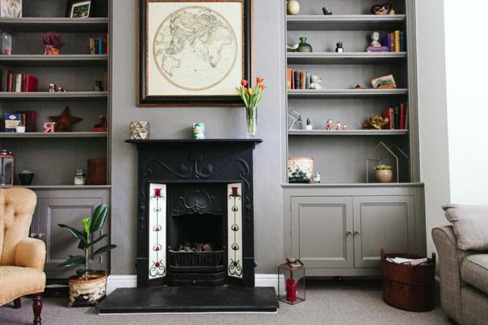 salones modernos con chimenea, precioso salón en estilo vintage, armarios en gris, suelo de moqueta
