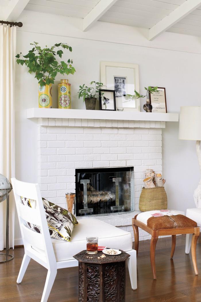 como decorar un salón con chimenea, salones modernos con chimenea, decoración en blanco y plantas verdes