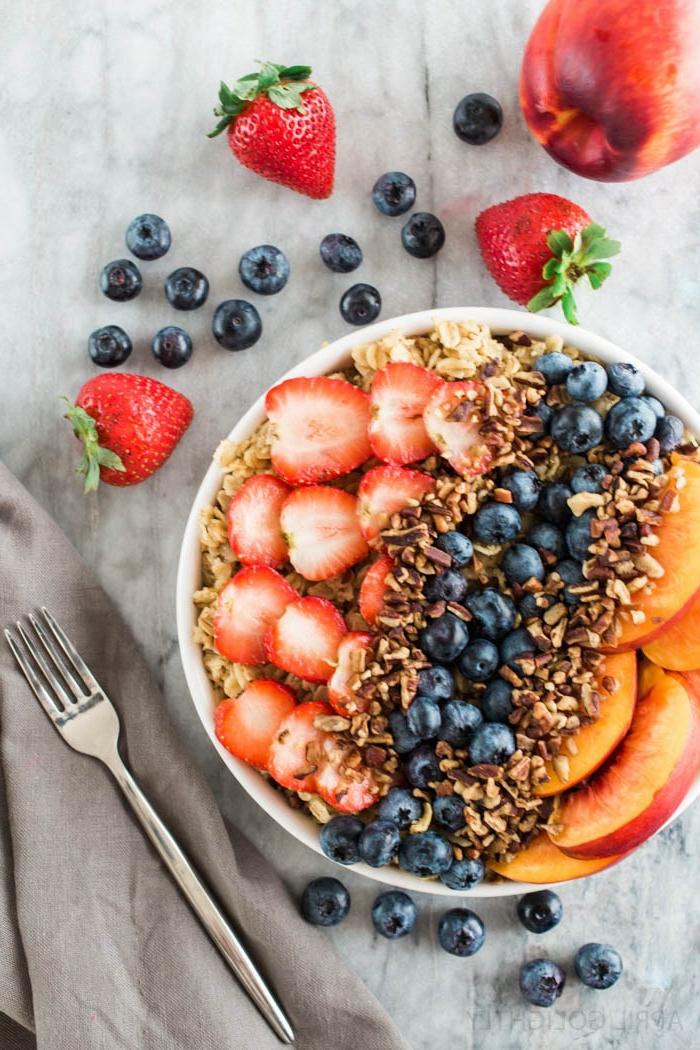 desayunos con avena clásicos, recetas con avenas y frutas, un desayuno lleno de vitamines