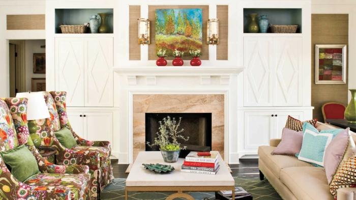 salón decorado con mucho encanto, chimeneas rusticas de diseño, sillones con estampado colorido de flores