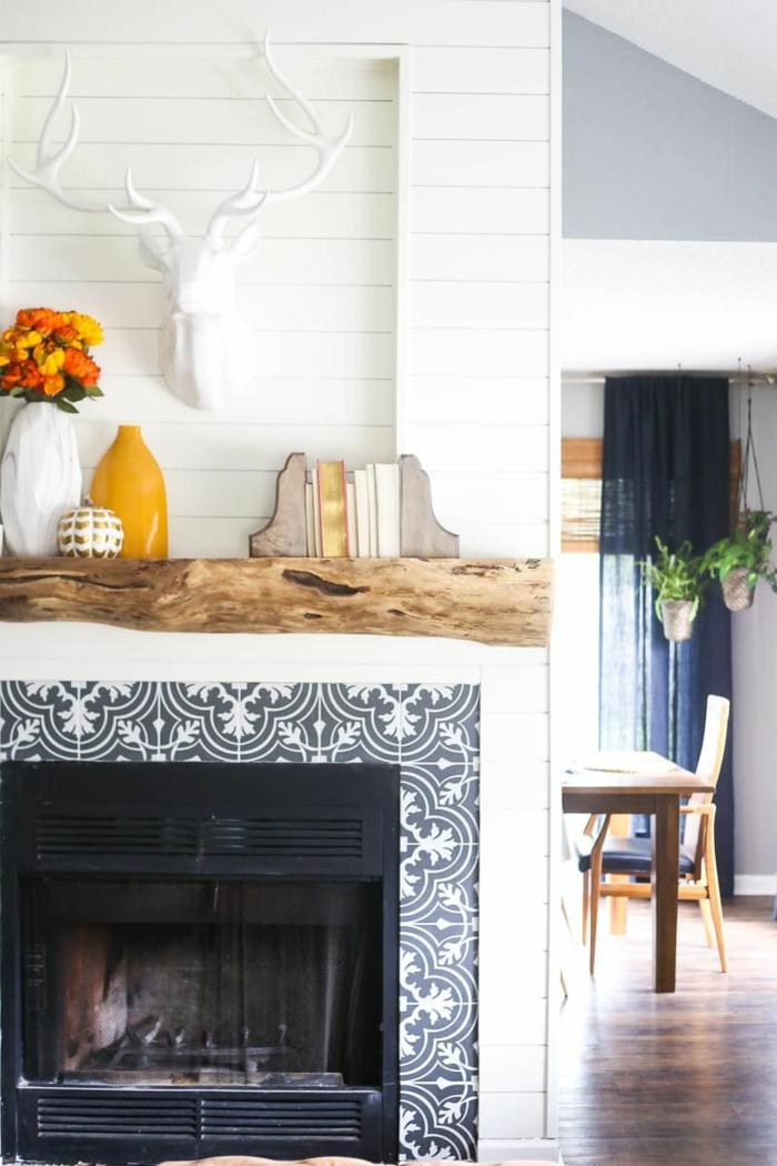 elementos decorativos en colores cálidos, ideas de decoración chimeneas rusticas en imágines