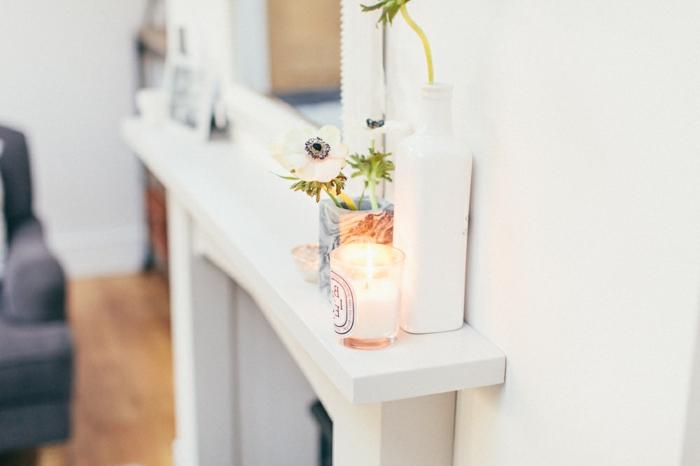 pequeños detalles para decorar una chimenea francesa, salones decorados con mucho encanto en imágines