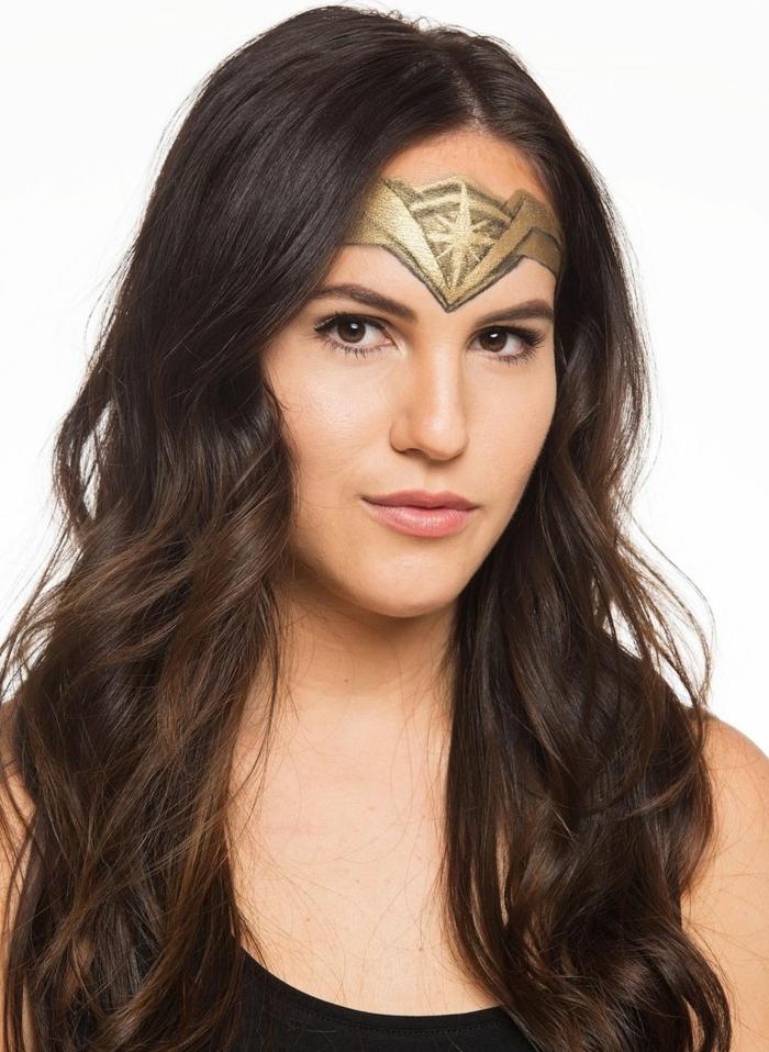 maquillaje para halloween facil y super atractivo, la mujer maravilla, maquillaje en dorado y negro