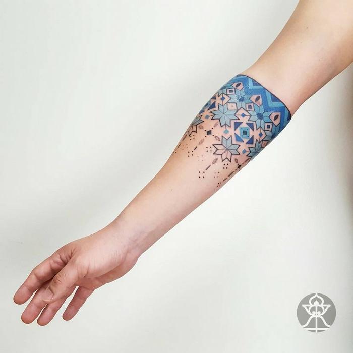 bonitos diseños de tatuajes brazalete, tatuajes guapos en el antebrazo, diseños para hombres y mujeres