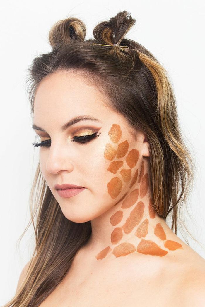 ideas de caras pintadas de halloween en imágines, maquillaje de jirafa super fácil de hacer, trucos para maquillarse en Halloween