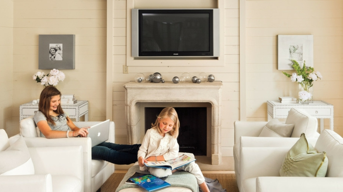 ideas sobre como decorar un salón con chimenea moderna, salón moderno decorado en blanco y beige