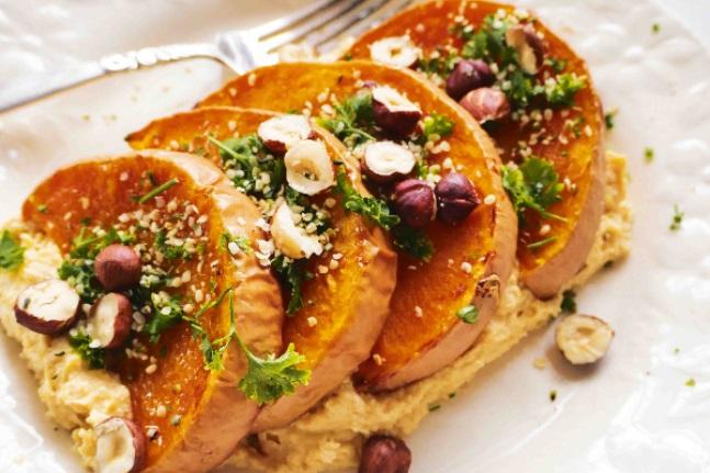 recetas con calabaza al horno saladas y dulces paso a paso, calabaza cocida con almendras, sesamo y perejil