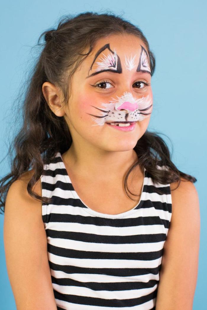 ideas de maquillaje infantil para las fiestas de Halloween, cara pintada de gato paso a paso
