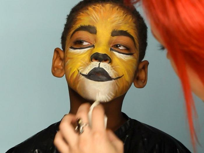 maquillaje halloween facil paso a paso, maquillaje infantil, cara de león super simpática
