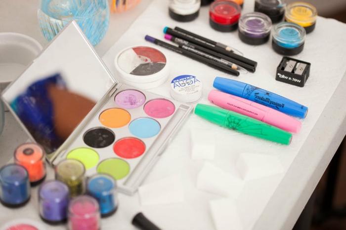 ideas y tutoriales de maquillaje halloween facil, maquijalle para hombres, mujeres y niños paso a paso