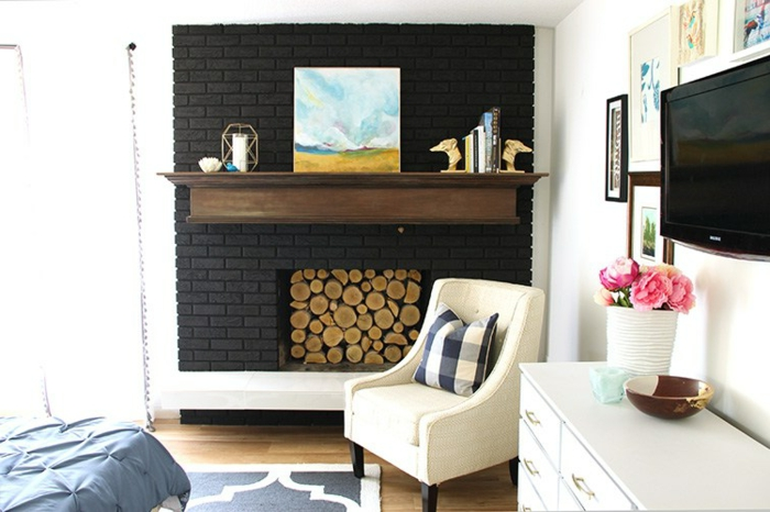 últimas tendencias en decoración de interiores, chimeneas rusticas de leña, salón en colores claros