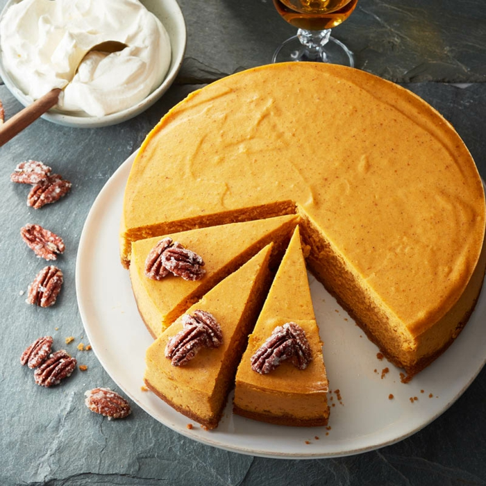 postres con calabaza originales, tarta de queso con calabaza, nueces azucarados y crema mascarpone