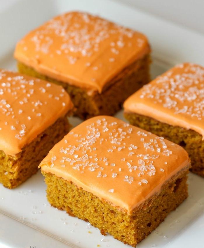 postres con calabaza para hacer en otoño, pequeñas tortitas de calabazas con glaseado