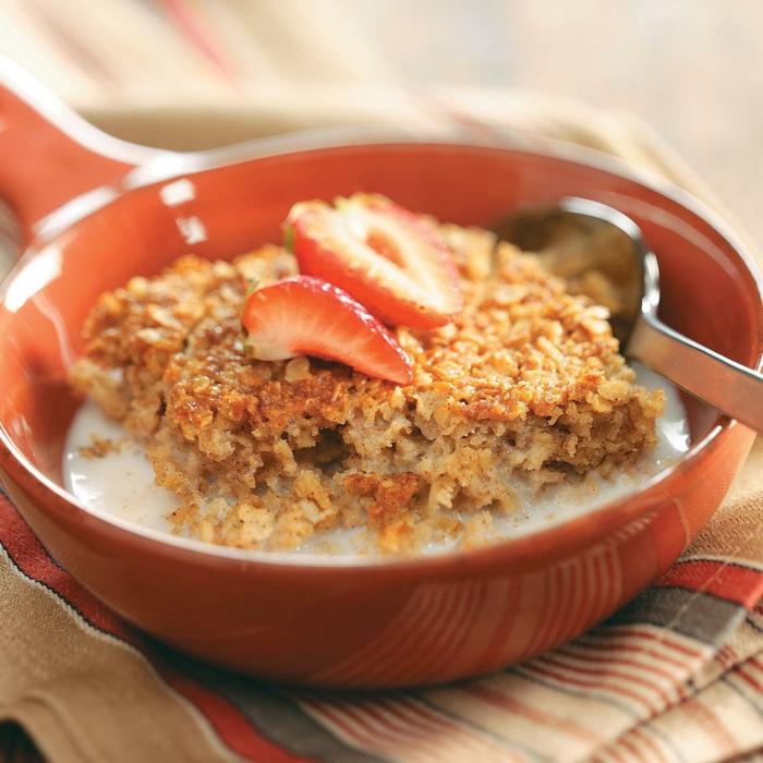 porridge de avena al horno, recetas super originales de desayunos con copos de avena y frutas