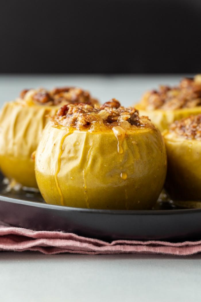 como hacer manzanas rellenas caramelizadas, recetas con manzanas al horno paso a paso, ideas de desayunos con avena
