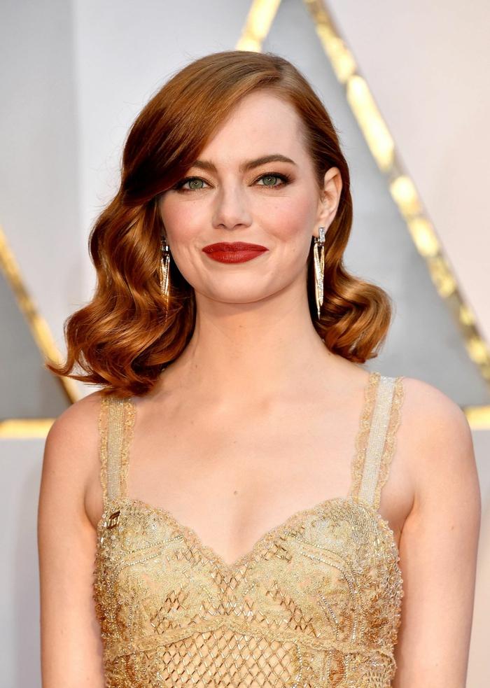 ideas y consejos sobre que cortes de pelo favorecen a las caras redondas, Emma Stone con un peinado asimétrico