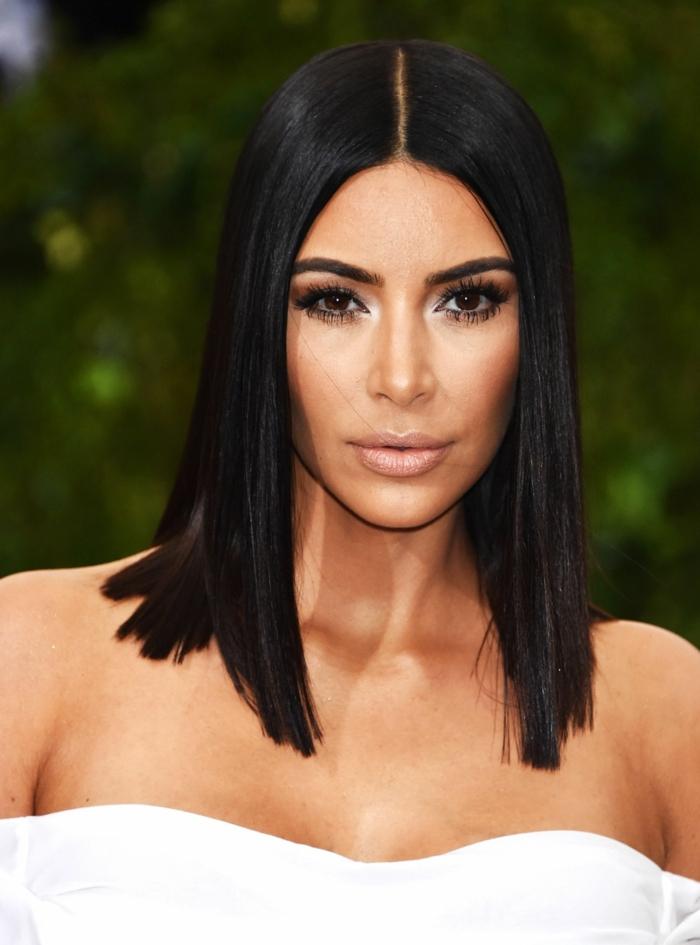 Kim Kardashian con un corte de pelo bob largo, tendencias pelo mujer, cortes de pelo modernos