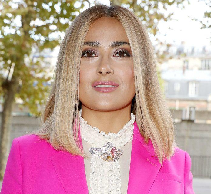 ideas de cortes de pelo para mujer según el rostro, Salma Hayek corte de pelo bob largo, pelo rubio con mechas oscuras