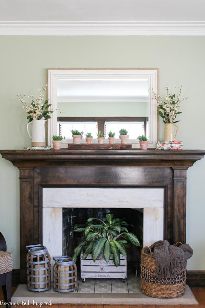 preciosa manera de decorar una chimenea falsa, chimeneas decorativas ikea, estilo bohemio, plantas verdes y detalles de madera y mimbre