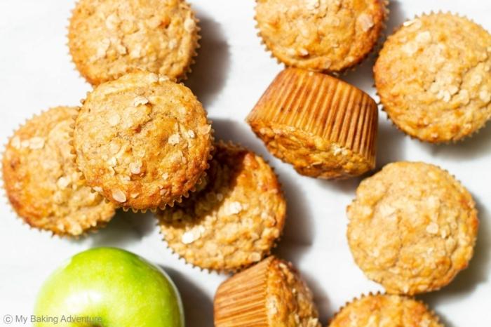 ricas propuestas de recetas con harina de avena, magdalenas dulces con copos de avena y manzana verde