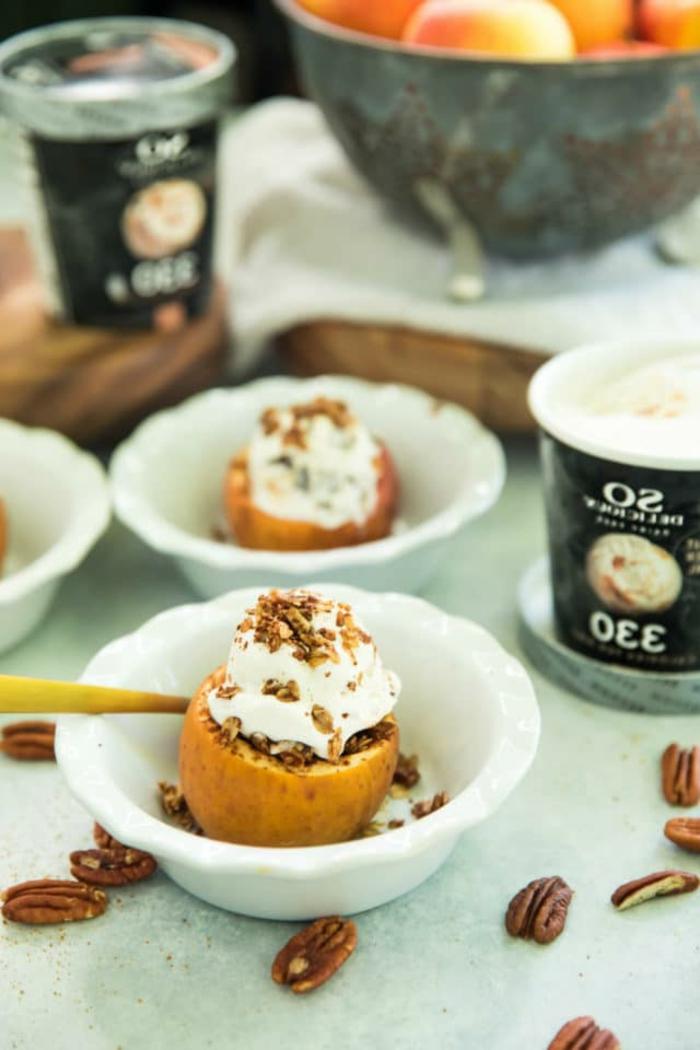 preciosas propuestas de desayunos fitness paso a paso, como hacer manzanas al horno caramelizadas rellenas de avenas